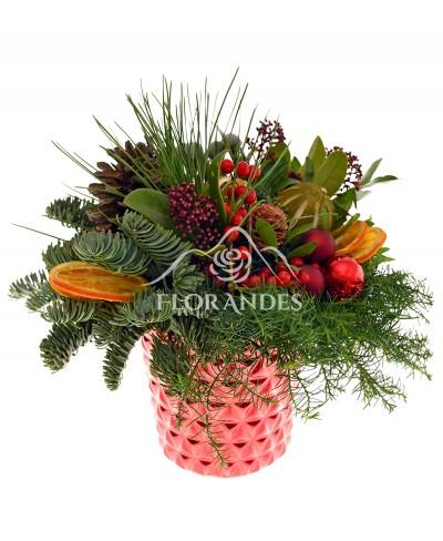 Aranjament floral de iarna cu brunia
