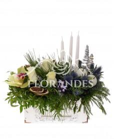 Aranjament floral de iarna cu lumanari