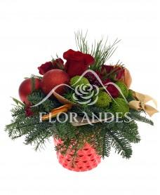 Aranjament floral de iarna cu minitrandafiri