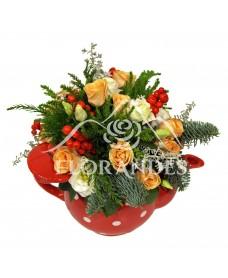 Aranjament floral minitrandafiri si brad