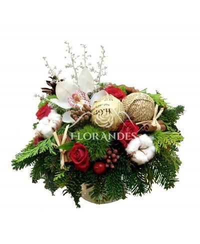 Aranjament floral minitrandafiri si bumbac