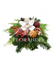 Aranjament floral orhidee alba si ilex