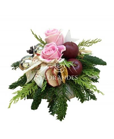 Aranjament floral trandafiri roz si brad