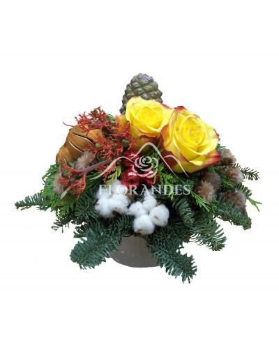 Aranjament floral trandafiri si portocale