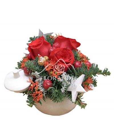Ceainic trandafiri rosii si brad