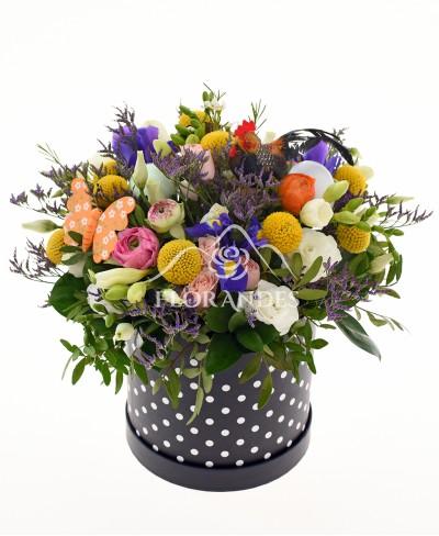 Aranjament floral cu frezii si irisi