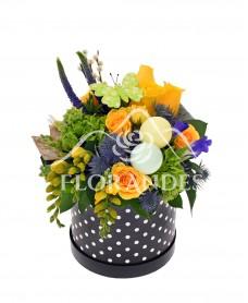 Aranjament floral cu trandafiri galbeni