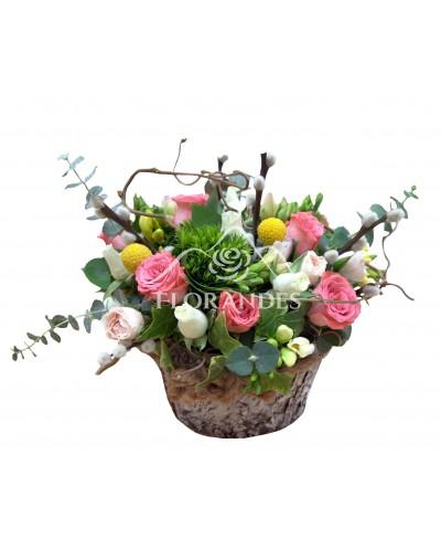 Aranjament floral frezii si minitrandafiri