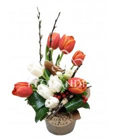 Aranjament floral lalele si salix