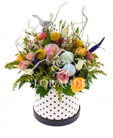 Aranjament floral minitrandafiri si ranunculus