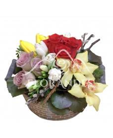 Aranjament floral orhidee si trandafiri mov