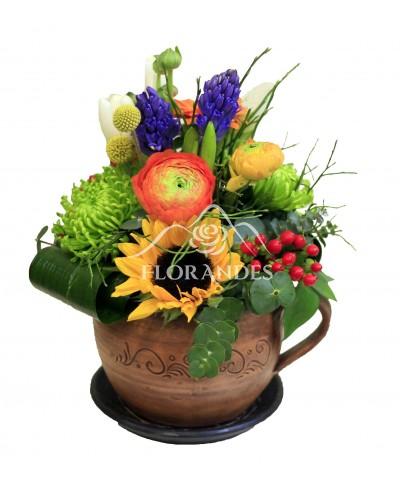 Aranjament floral zambile si floarea soarelui