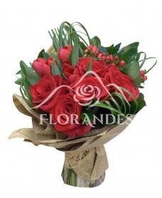 Buchet trandafiri rosii si lalele rosii