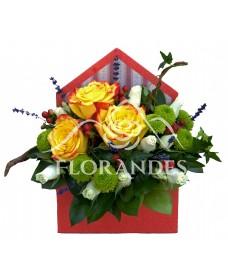 Aranjament floral cu trandafiri bicolori