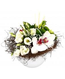 Aranjament floral cu lisianthus si orhidee