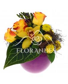Aranjament floral cu orhidee galbena