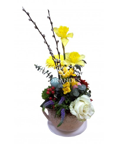 Aranjament floral narcise si veronica