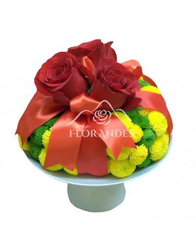 Tort cu trandafiri rosii