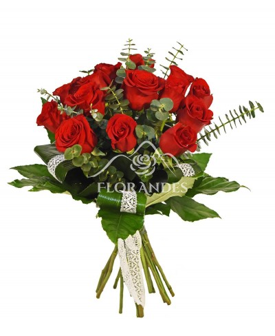 Buchet 15 trandafiri rosii si dantela
