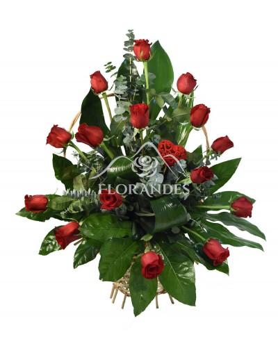 Cos 15 trandafiri rosii