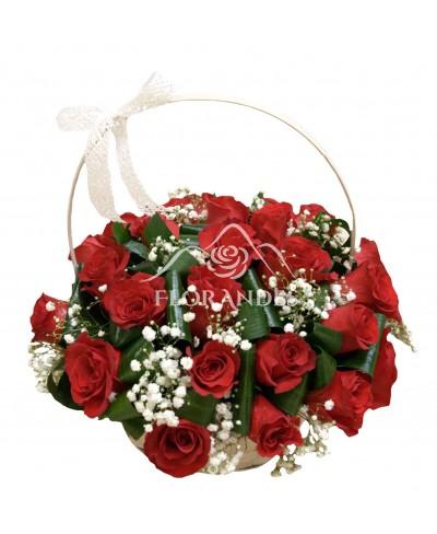 Cos cu 25 trandafiri rosii