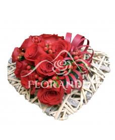 Inima cu trandafiri rosii