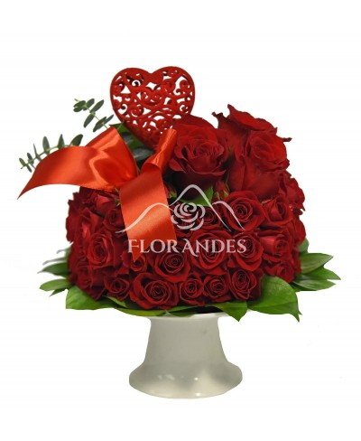 Tort cu trandafiri rosii si minitrandafiri