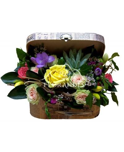 Aranjament floral cu minitrandafiri