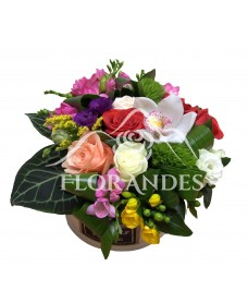 Aranjament floral frezii si trandafiri
