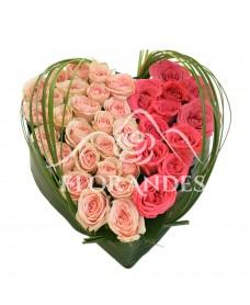 Aranjament floral inima cu minitrandafiri