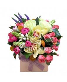 Aranjament floral minitrandafiri ciclam