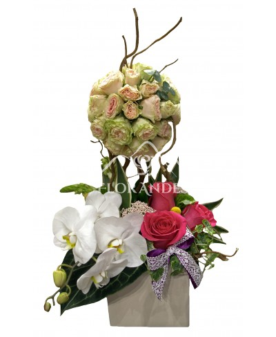 Aranjament floral orhidee si trandafiri