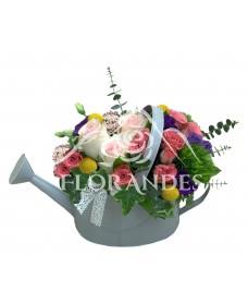 Aranjament floral trandafiri roz si garofite