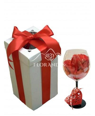 Trandafir rosu in cutie