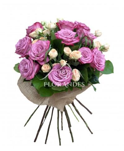 Buchet trandafiri mov si minitrandafiri