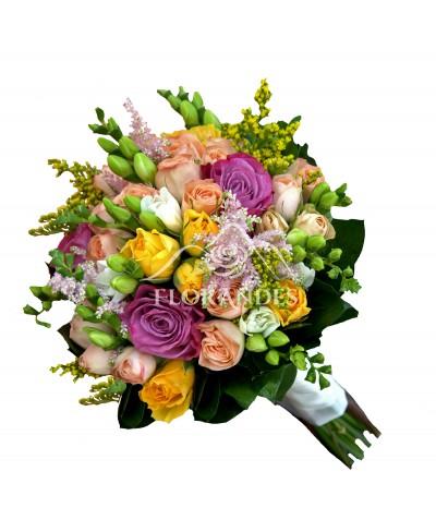 Buchet de mireasa cu astilbe si trandafiri