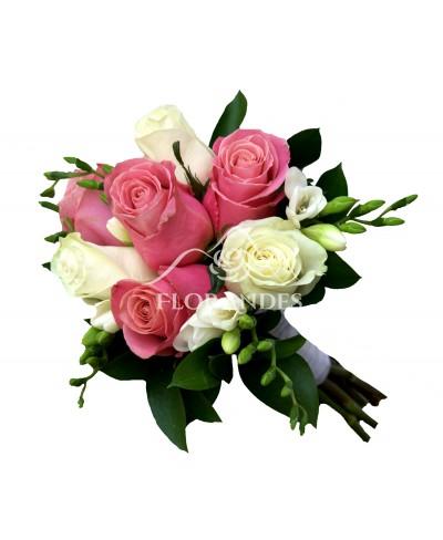 Buchet de mireasa cu frezii si trandafiri