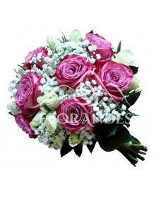Buchet de mireasa cu gypsophila si trandafiri