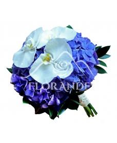 Buchet de mireasa cu hortensie si orhidee