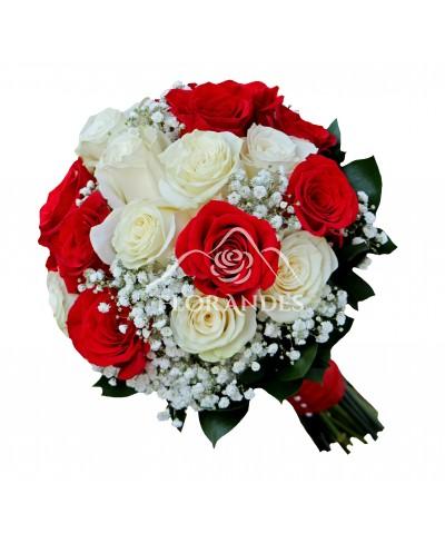 Buchet de mireasa cu trandafiri albi si gypsophila