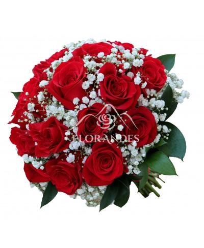 Buchet de mireasa cu trandafiri rosii si gypsophila