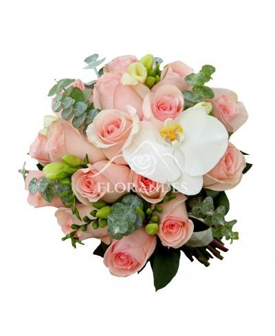 Buchet de mireasa cu trandafiri roz pal