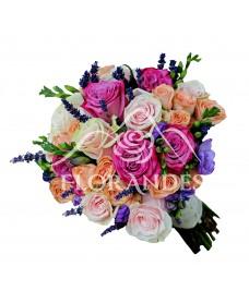 Buchet de mireasa cu trandafiri si lavanda