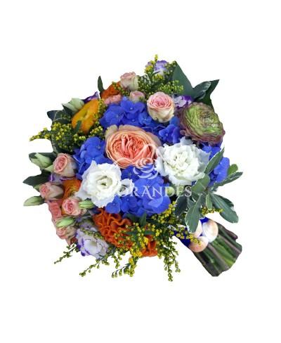 Buchet mireasa hortensie albastra si ranunculus