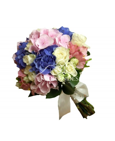 Buchet mireasa hortensie roz si minitrandafiri
