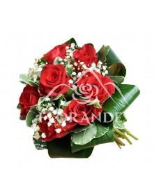 Buchet mireasa trandafiri rosii si gypsophila