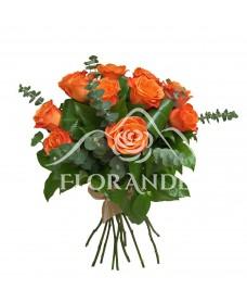Buchet de 11 trandafiri portocalii si eucalipt