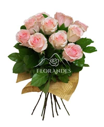 Buchet de 13 trandafiri roz pal