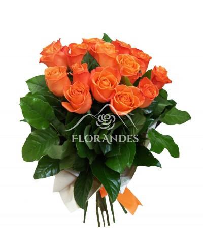 Buchet de 15 trandafiri portocalii si salal