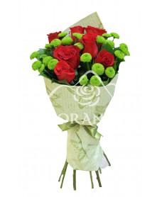 Buchet de 7 trandafiri rosii si santini